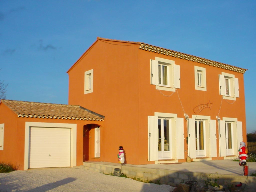 Photo de facade de maison provencale for Peinture facade couleur ocre