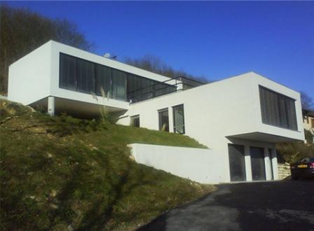 Maison contemporaine sur terrain en pente 2014 for Maison classique sur terrain en pente