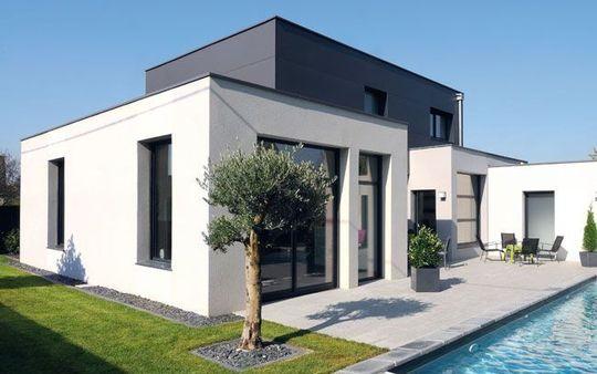 Maison moderne avec piscine tendance for Tendance piscine