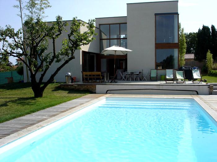 maison avec piscine toit plat. Black Bedroom Furniture Sets. Home Design Ideas