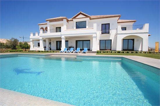 Maison de star avec piscine for Plan de maison de luxe avec piscine
