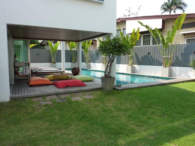 Maison neuve avec piscine for Modele maison avec piscine