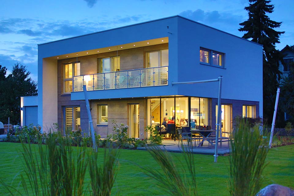 de maison de star contemporaine toit plat construction. Black Bedroom Furniture Sets. Home Design Ideas