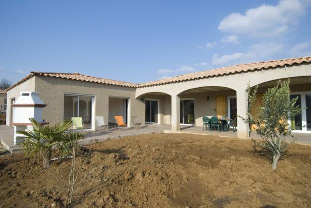 De maison neuve avec piscine construction for Photo maison neuve