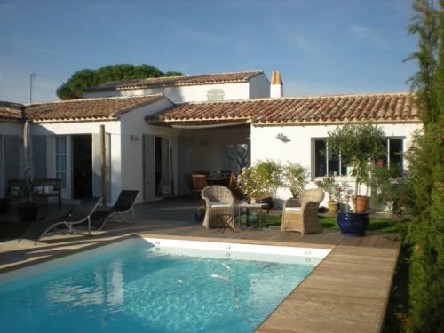 Photo de maison neuve avec piscine for Exemple de maison neuve