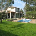 photo de maison neuve avec piscine