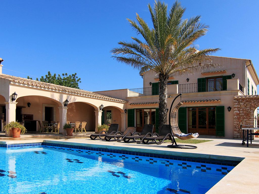 Maison a toit plat avec piscine for Maison toit plat pas cher