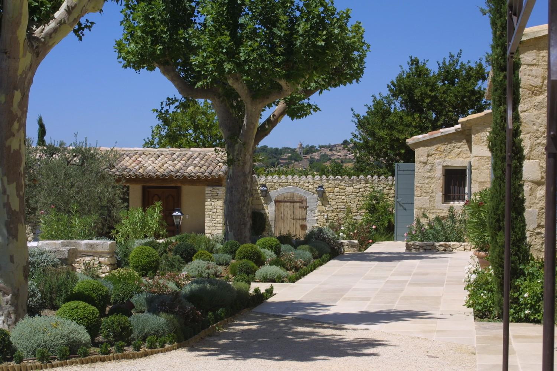 Modele de jardin avec galets elegant autres exemples with for Modele jardin