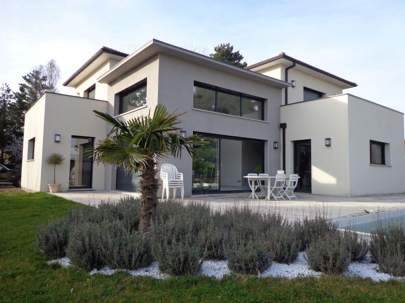 Photo de maison design avec piscine toit plat - Toit de maison dessin ...