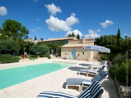 Photo de maison en pierre avec piscine for Voir piscine