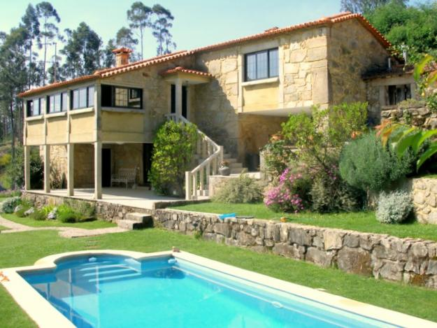 De maison en pierre avec piscine prix for Photo maison avec piscine