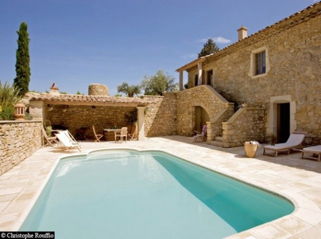 Belle photo de maison en pierre avec piscine for Photo maison avec piscine