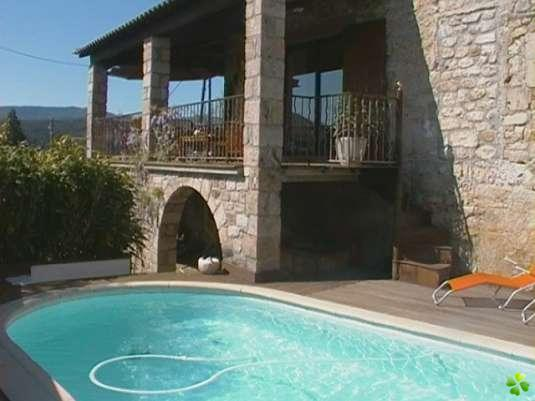 Photo de maison en pierre avec piscine for Modele maison en pierre