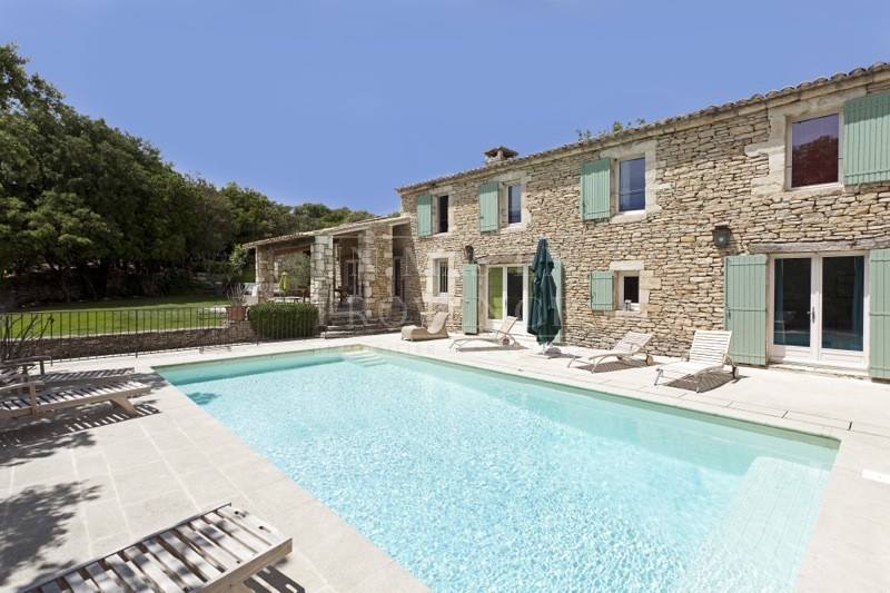 Photo de maison en pierre avec piscine tendance for Piscine tendance
