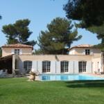 photo de maison provencale avec piscine