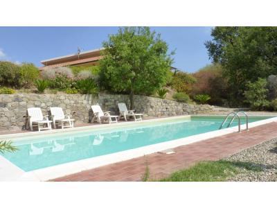 En kit avec piscine 2014 for Cash piscine 8 mai