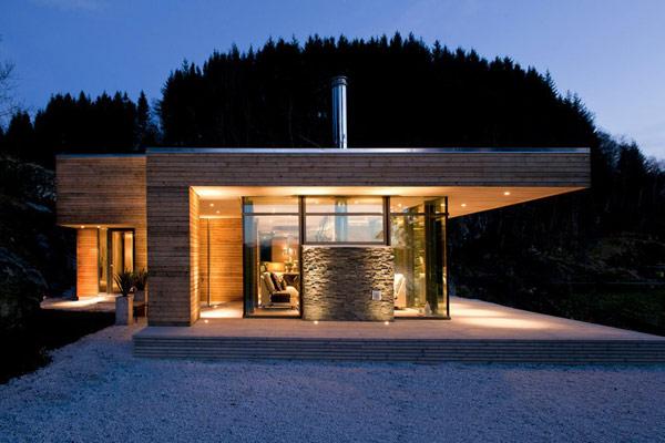 jolie maison en u bois