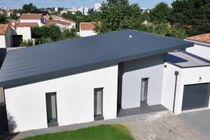 maison contemporaine toit zinc. Black Bedroom Furniture Sets. Home Design Ideas