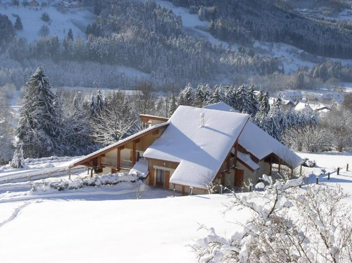 Image maison sous la neige - Source sous la maison ...