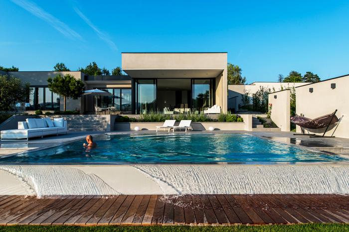 Maison architecte moderne piscine for Maison moderne piscine