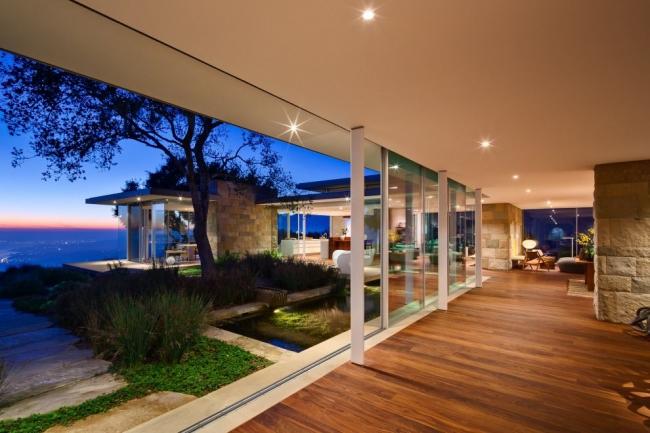 Maison moderne baie vitr e for Jolie maison moderne