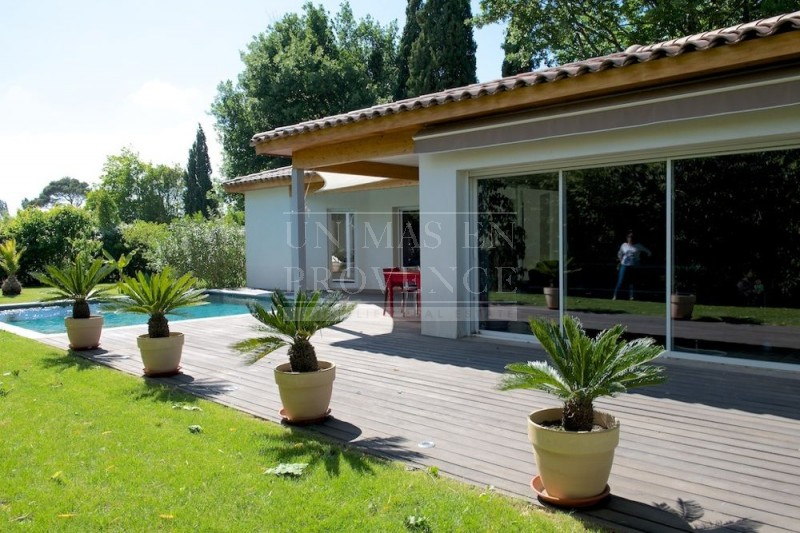 Maison contemporaine en u - Idee terrasse exterieure contemporaine ...