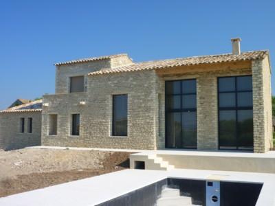 modèle photo de maison en pierre moderne