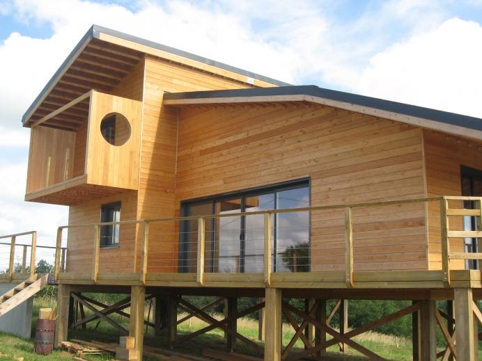 maison en bois sur pilotis ventana blog. Black Bedroom Furniture Sets. Home Design Ideas